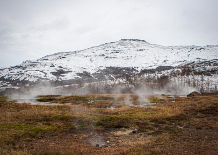 find smelly steaming geysers at Þingvellir National Park