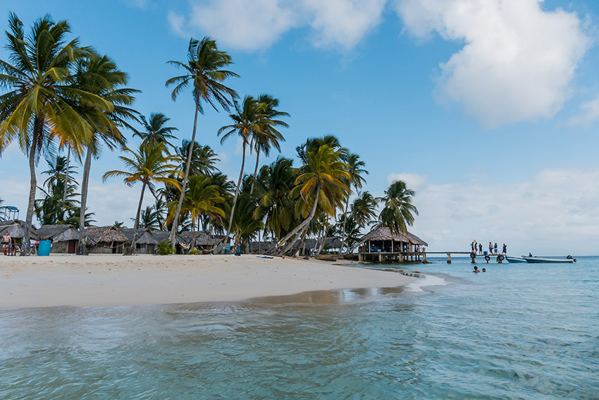 Wade in the warm waters of the San Blas Islands. Photo courtesy Alexander S.