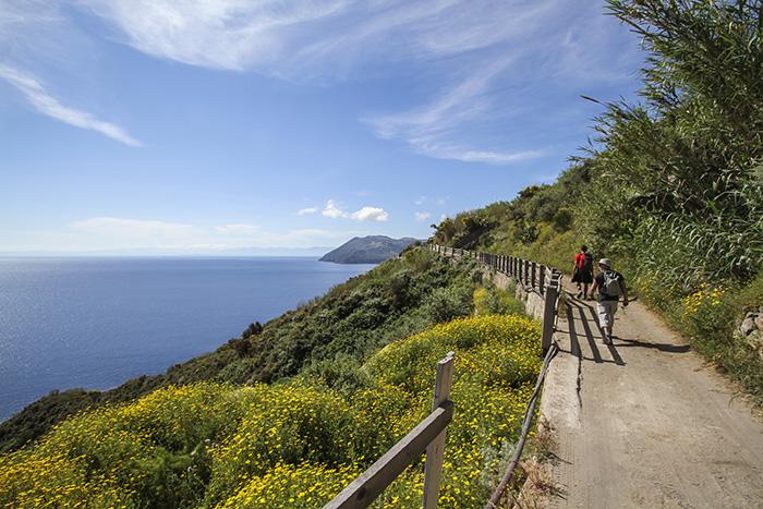 So many Sicilian coastal views await as you andare a piedi aka go by foot