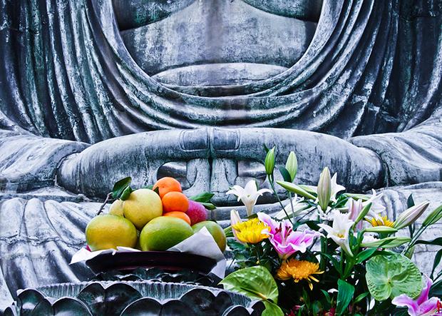 Fruit offered to the Daibutsu ('big buddha') at Kamakura, Japan, photo by Nienke Krook