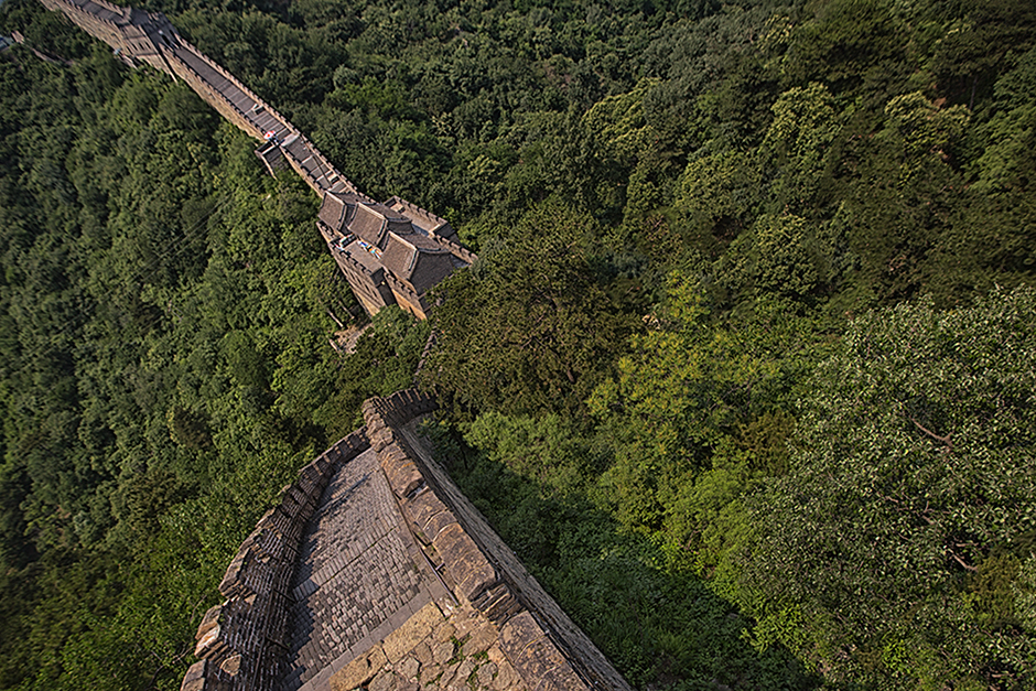 A higher perspective of the Great Wall of China, photo by Attit P.