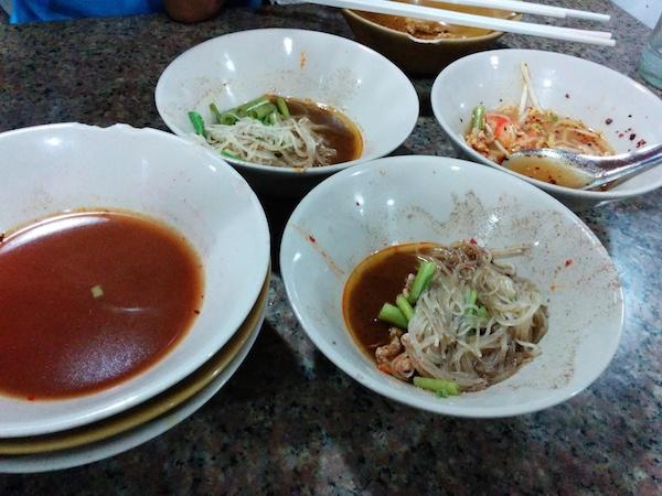 Boat noodles (kuai tiao ruea).