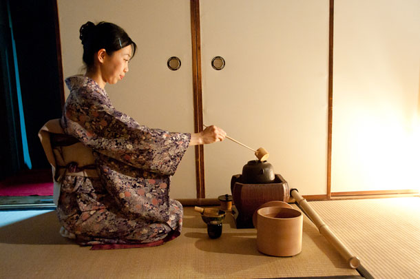 tea ceremony in modern japan This instruction formed the basis for the modern tea ceremony, which was  solidified in the late 16th century by sen no rikyū, the priest who.