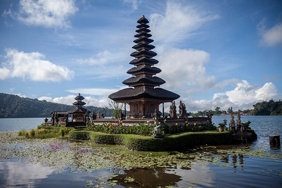 The majestic Pura Ulun Danu Batur in Bali.