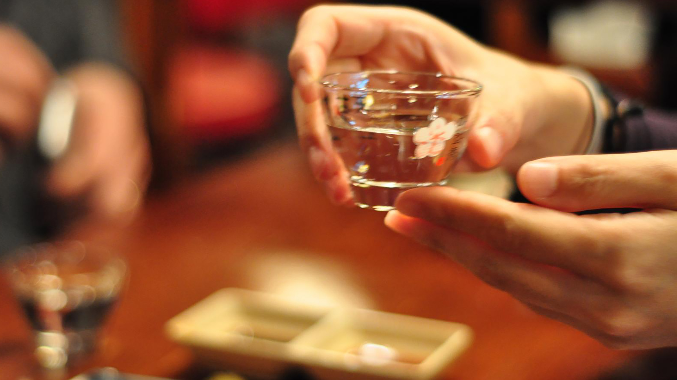 Koreans pour alcohol using two hands.