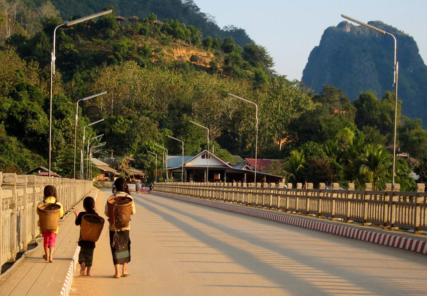 Girls walking on the main bridge in Nong Kiaw.
