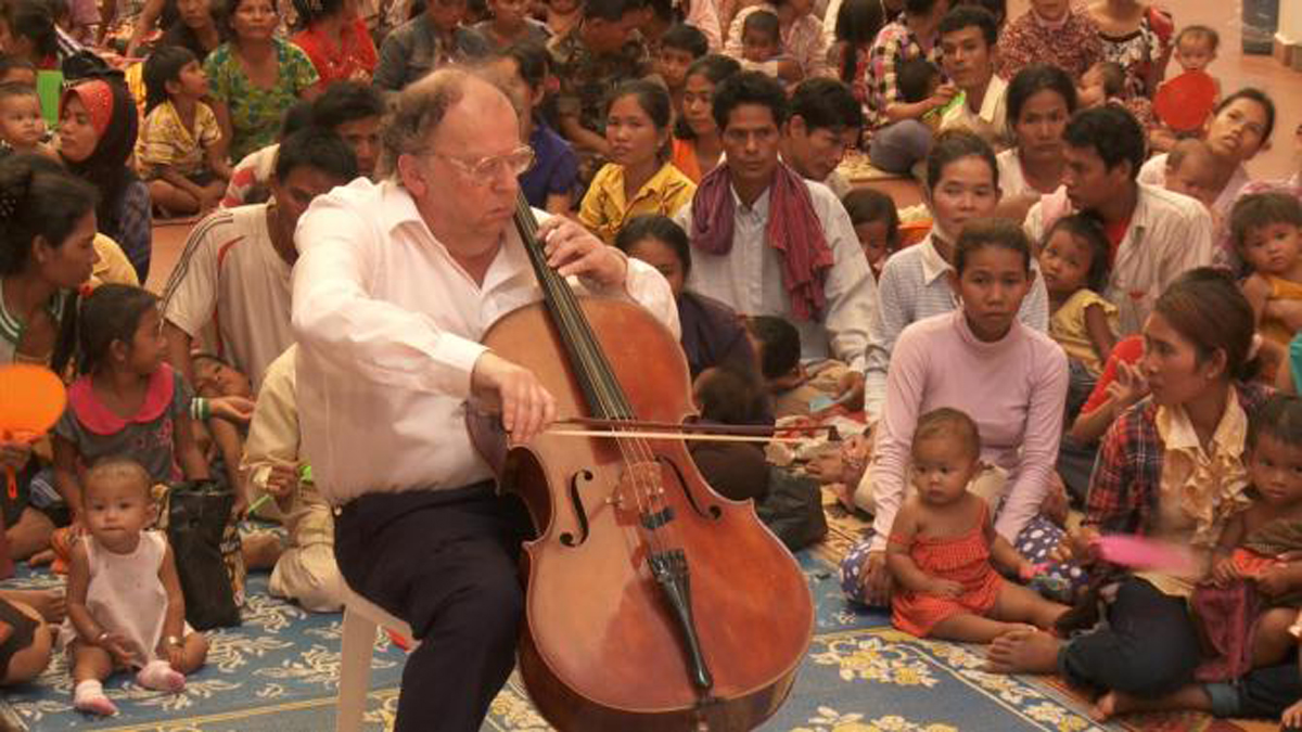 Enjoy a performance by Dr Beat Richner.