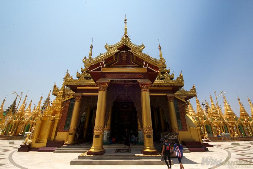 The beautiful Shwedagon Paya.