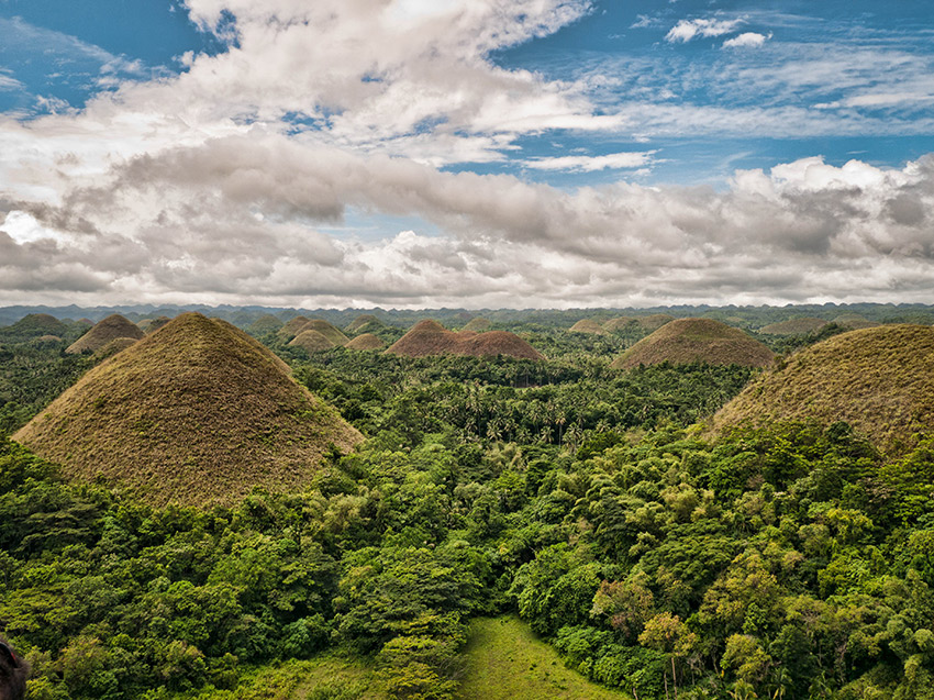The Chocolate Hills of Bohol. Photo courtesy Ki.