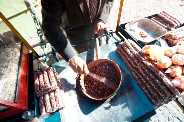 Cooking up some beer nuts on the streets of Buenos Aires.