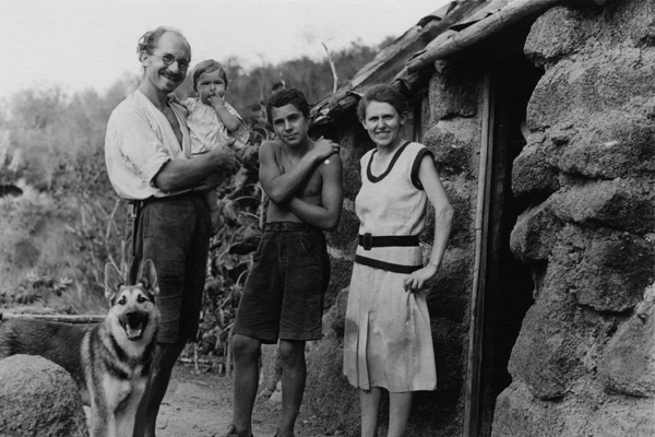 Heinz Wittmer with his wife Margret and their two children on Floreana Island, Galapagos. Archival photo.