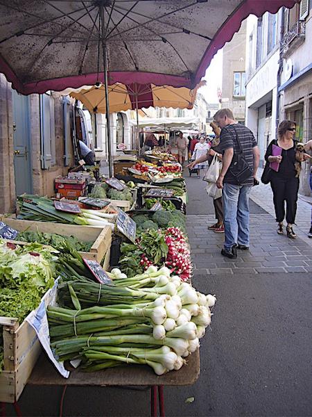 The markets of Tournus. Photo by J. Drumsara.