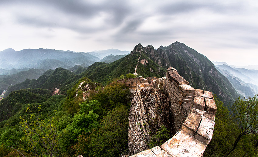 Further along the Great Wall of China, you get to explore the non-rebuilt parts. This combination of man-made structure and nature creates a spectacular setting among the beautiful mountain peaks that surround Jiankou.