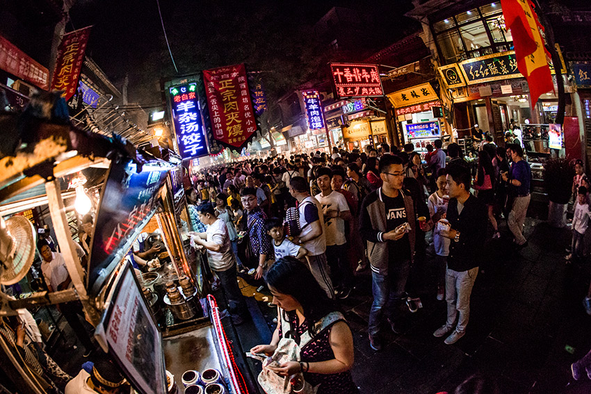 The night life of Xi'an is truly spectacular; from light shows, to packed streets, to endless amounts of delicious street food.